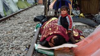 Migrants sleep on rail tracks near Idomeni