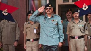 Rizwan Akhtar (C) salutes during a guard of honor prior to a meeting at India's Border Security Force (BSF) headquarters in New Delhi on July 2, 2012.