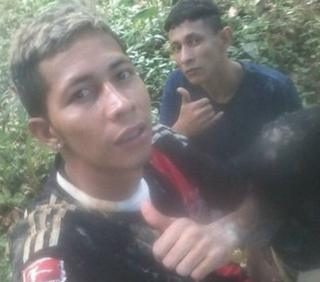 A selfie of Brayan Bremer and another fugitive shows the two giving the thumbs up.
