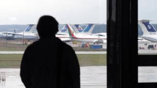 Мужчина в аэропорту Минска