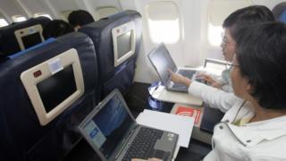 Uçakta laptop kullanımı