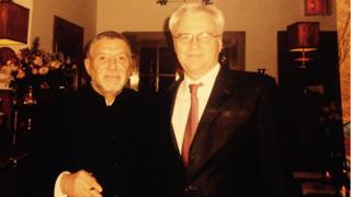 "Виталий Чуркин (справа) с хозяином ресторана ""Русский самовар"" Романом Капланом"