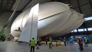 Airlander 10 being prepared for fins and engine to be attached