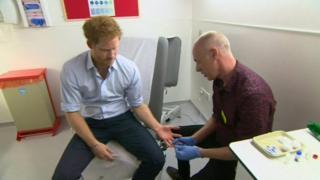 Príncipe Harry durante o teste de HIV