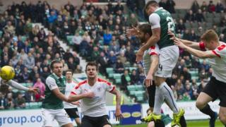 Darren McGregor scores for Hibernian