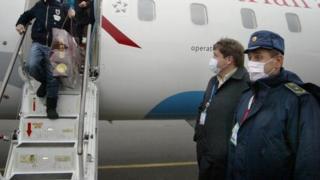 Men in Donetsk wearing masks during the 2009 swine flu outbreak