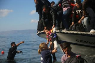 Syrian and Iraqi refugees arrive in Lesbos (13 October)