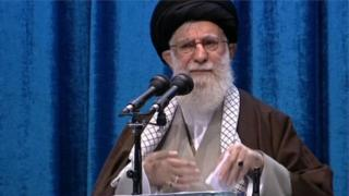 Picha ya Ayatollah Ali Khamenei siku ya Ijumaa