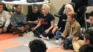 Lady Gaga a révélé son traumatisme lors d'une visite d'un refuge pour jeunes sans-abri à New York.