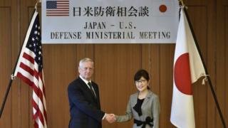 جیمز ماتیس، وزیر دفاع آمریکا در سفرش به ژاپن با وزیر دفاع این کشور دیدار کرد