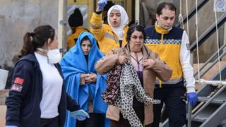 Rescued migrants arrive in Canakkale, Turkey (30 January)