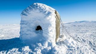 Una montaña cubierta de nieve en Noruega.