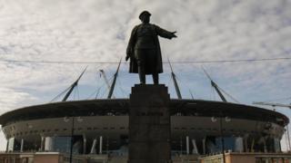 Зенит-Арена и памятник Кирову
