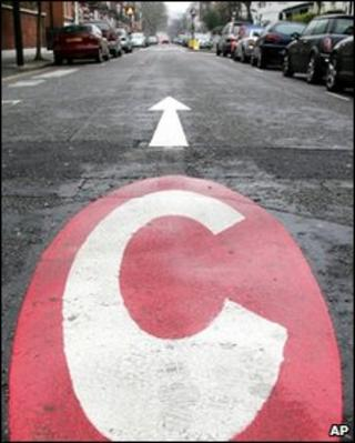 Congestion charge marking on Earls Court Road