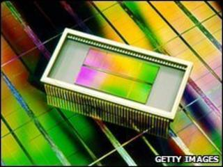 Samsung DRAM chip from 2001
