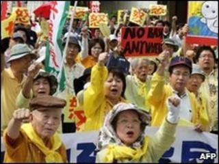 Demonstrators chant slogan against Prime Minister Yukio Hatoyama