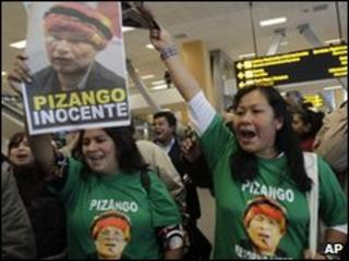Supporters of Alberto Pizango at Lima airport