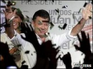Juan Manuel Santos celebrates his victory in the first round of Colombia's presidential election