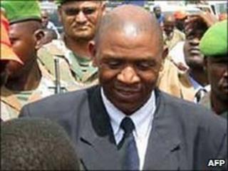 Agathon Rwasa, leader of Burundi's last active rebel group, the FNL, arrives at the Bujumbura airport on 30 May 2009