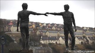 Derry's The Hands Across The Divide Statue