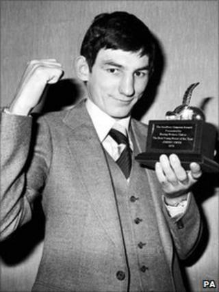 Johnny Owen with the Geoffrey Simpson Award by the Boxing Writer's Club as the Best Young Boxer of 1978.