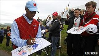 Tiger Woods signs autographs for Ryder Cup fans