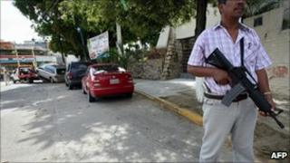 Armed guard on Acapulco street, where tourists were kidnapped