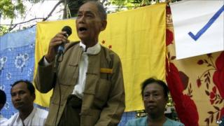 Democratic Party leader Thu Wai gives a speech in Gyobingauk on 3 Nov 2010