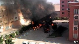 Cars on fire in Laayoune after clashes (image released by Sahrawi Resistance Movement 8 Nov 2010)