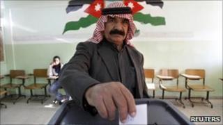 A man casts his ballot in Amman