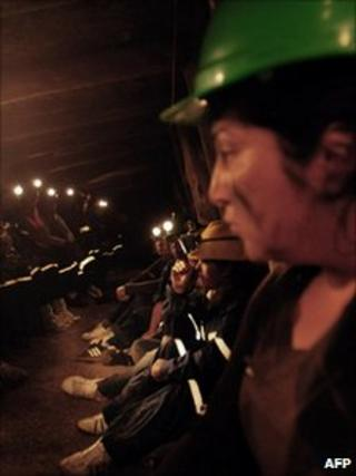 Chilean women occupying the Chilfon del Diablo mine