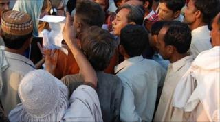 Angry crowd on the outskirts of Kot Addu