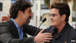 Charlie Sheen with Chuck Lorre (l) in 2009