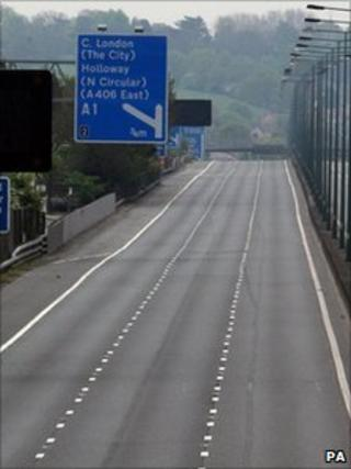 M1 motorway closed due to fire