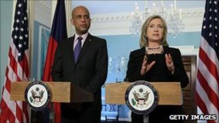 Michel Martelly and Hillary Clinton at a news conference on 20 April 2011