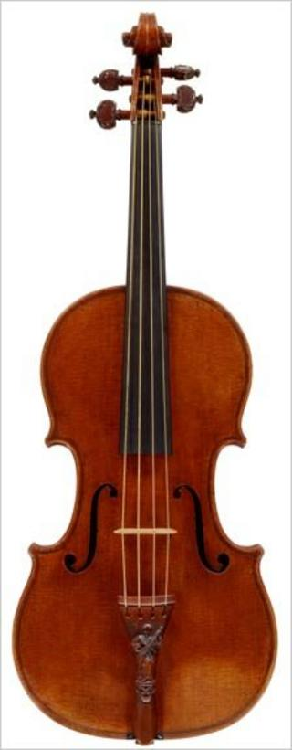 Lady Blunt Stradivarius of 1721. Photograph by Robert Bailey, Tarisio