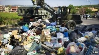 Soldiers of the Italian army collect rubbish in Naples, 7 May 2011