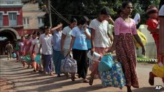 Prisoners walk out Burma's Insein prison after they were released under a government amnesty