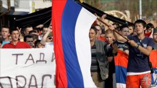 Bosnian Serbs gathered in Pale to support Mladic, 27 May