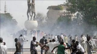 Demonstrators clash with Riot policemen next to Senegal's parliament building in Dakar on 23 June 2011