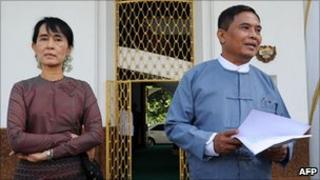Aung San Suu Kyi (L) and Myanmar Labour Minister Aung Kyi speak to the media after talks in Rangoon (25 July)