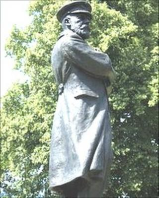 Captain Smith statue