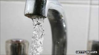 Running tap water - generic