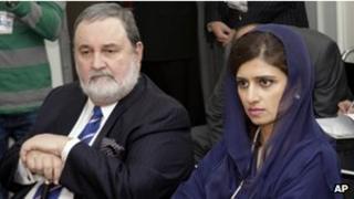 Pakistani Foreign Minister Hina Rabbani Khar (right) and Pakistan's Ambassador to the UN, Abdullah Hussain Haroon, at the UN on 19 September 2011
