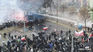 Police use water cannon against demonstrators on Poland's Independence Day - 11 November 2011