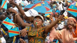 A crowd waves the DR Congo flag (archive shot)