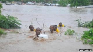 People in Dar es Salaam caught in floods (Photo from JamiiForums)