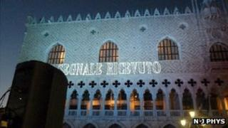 """""""Signal received"""" message on Palazzo Ducale"""