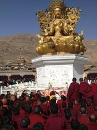 Monks and other people praying [Picture from Free Tibet campaign]