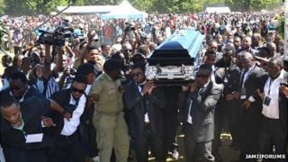 Crowds at the funeral service for Steven Kanumba in Dar es Salaam, 10 April 2012